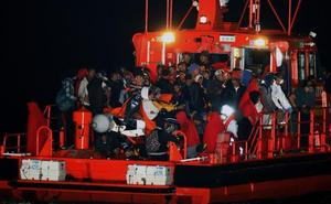 Rescatados 60 inmigrantes en tres pateras en la zona del Estrecho y Cartagena