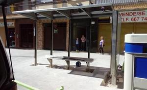 Reubican la parada de autobús de la calle Álamos