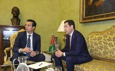 Juanma Moreno y Paco Cuenca, en su primer encuentro institucional