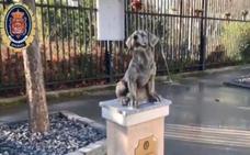La Policía Local de Granada levanta un monolito en honor a los perros de la Unidad Canina