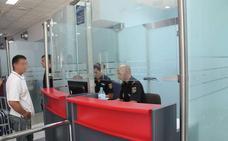 Trata de entrar en Almería con una tarjeta de residencia falsificada