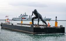 La enorme estatua de una mujer erigida como un mensaje de igualdad