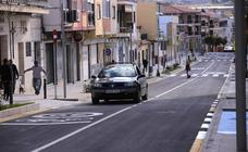 Los coches ya circulan por la mitad de la calle Ancha