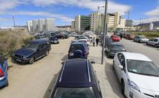 El crecimiento del PTS colapsa el aparcamiento en el Zaidín