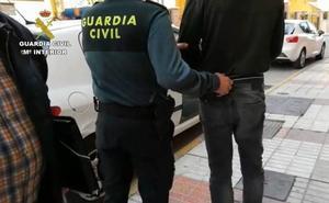 Desmantelan una banda acusada de robar en viviendas de varias provincias y asentada en Atarfe