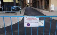 La grúa retira más de 70 vehículos de Camino Bajo de Huétor y de avenida de Cervantes