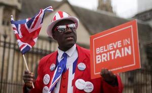La UE exige un 'sí' de Londres al pacto del 'brexit' para conceder la prórroga