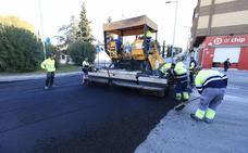 Atascos en Granada por el asfaltado de varias calles