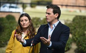 Ciudadanos estudia sancionar a los candidatos críticos con las primarias