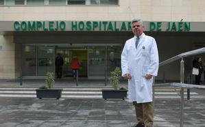 El doctor José Luis Salcedo releva a Francisco Pérez en la dirección del Hospital de Motril