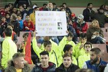 Búscate en la grada en el España-Rumanía