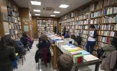 Tarde de carreras en Granada para leer versos en el Día de la Poesía