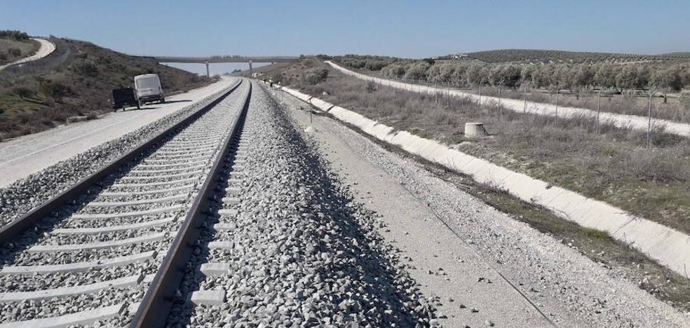 Adif acaba este mes la obra para recuperar el tren con Sevilla desde Antequera