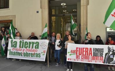 Protesta contra la reciente venta de Cerro Libertad a un 'fondo buitre'