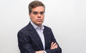 La cuenta Twitter de Vicente Azpitarte 'adelgaza' tras ser designado candidato del PP al Senado por Granada