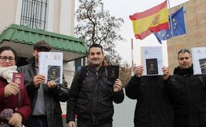Las familias de los bebés nacidos en Ucrania por gestación subrogada exigen poder inscribir a sus hijos como españoles de origen