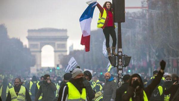 Al menos 37 detenidos durante las protestas de los «chalecos amarillos» pese a la prohibición para manifestarse