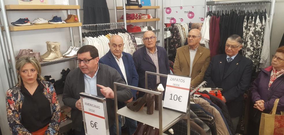 Más de un kilo de ropa reciclada a Cáritas por jienense en 2018