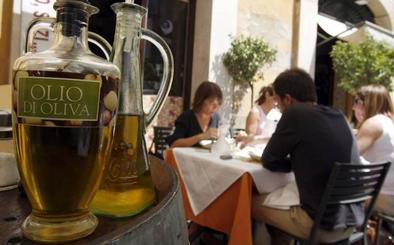 Griegos y tunecinos cobran más por su aceite que los jienenses y los italianos más que nunca