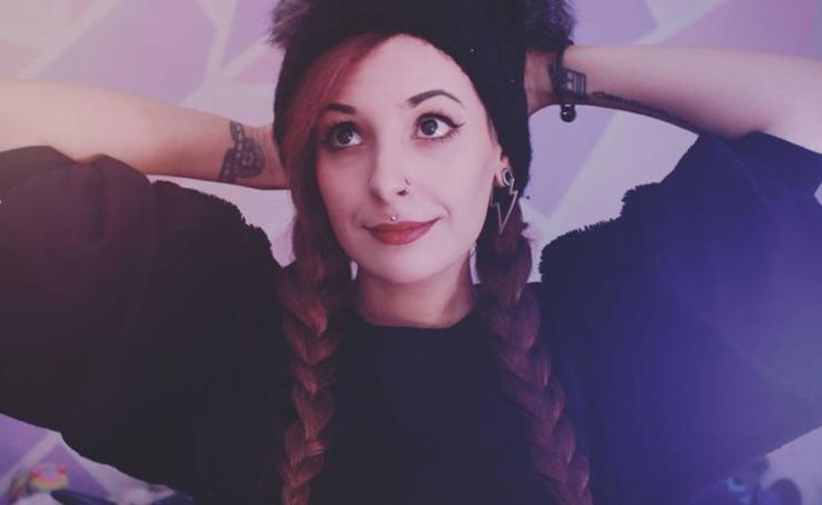 Así es Natalia, la granadina tras el perfil de Kowai Nana que triunfa en YouTube e Instagram