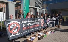 Unos 200 vecinos de la Alpujarra y Valle de Lecrín se concentran en Órgiva contra las torres de alta tensión