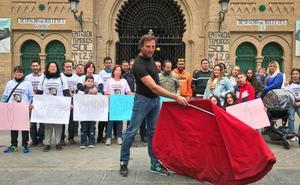 «Abandono la huelga de hambre, pero sigo en la plaza»