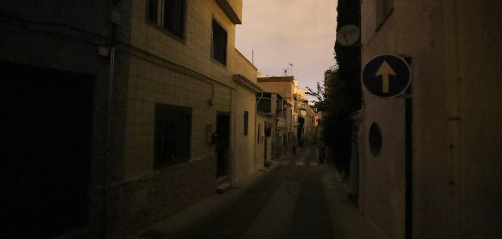 Un apagón tiene sin luz desde las cinco de la tarde a 250 vecinos de la Bola de Oro