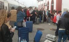 Nueva incidencia con el tren en Jaén, con retrasos «de cerca de dos horas» por un incendio