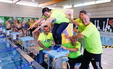 Diez horas nadando para luchar contra el cáncer infantil