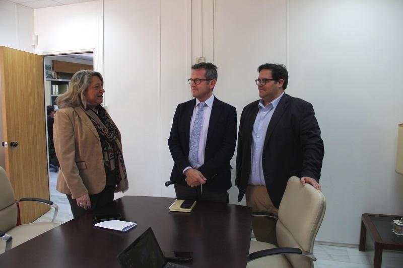 Almuñécar pide a Turismo una escuela de hostelería y la promoción del buceo