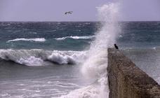 Alerta naranja por viento y olas en la Costa de Granada