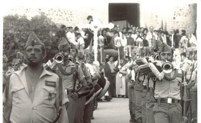 Los años en los que La Legión desfilaba en la Semana Santa de Granada