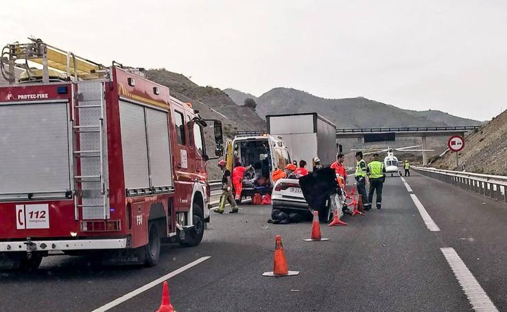 Dos fallecidos y tres heridos en un accidente entre Salobreña y Almuñécar