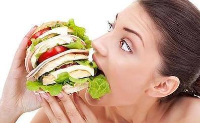 La hora a la que cenas puede hacerte engordar