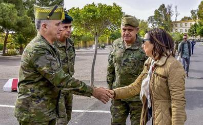 La ministra de Defensa conoce las capacidades de combate de la Brigada de La Legión