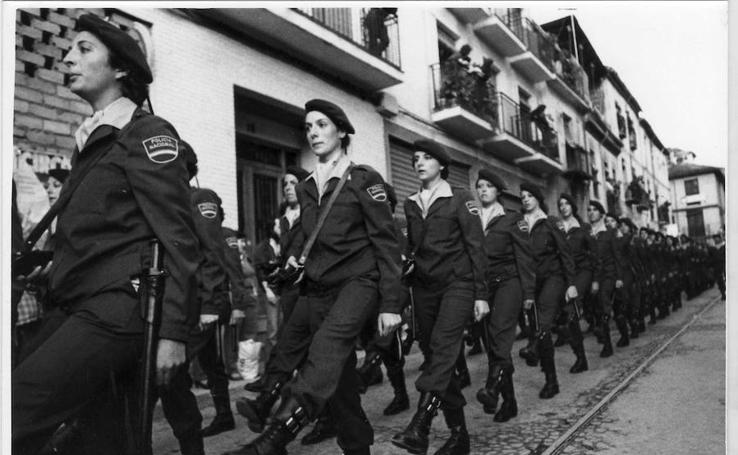 Legionarios, marineros y militares en la Semana Santa de Granada