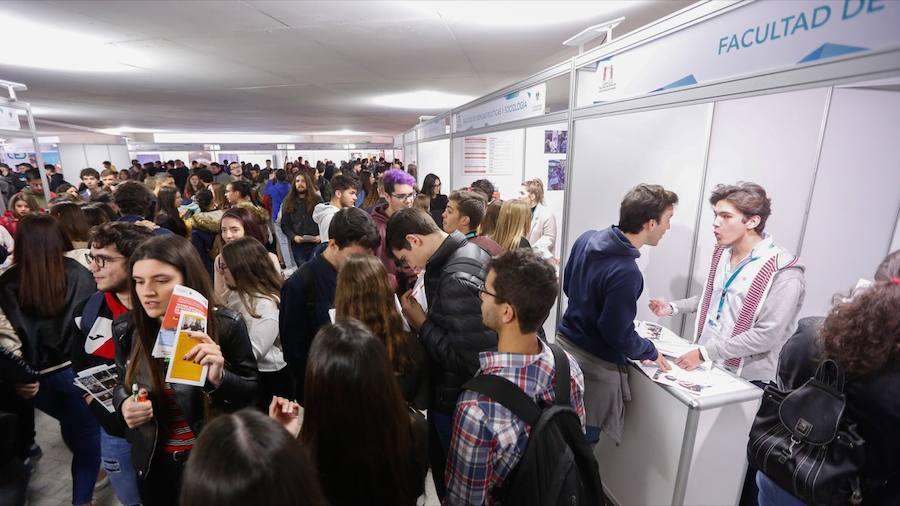 El IV Salón Estudiantil muestra la oferta de las ochenta carreras de la UGR, salidas laborales y servicios