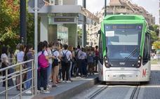 Quejas por los tiempos de espera entre trenes del Metro de Granada en hora punta