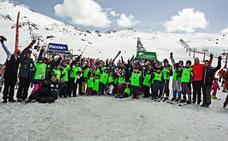 Unicaja, patrocinador de la semana de esquí inclusivo en familia de Sierra Nevada