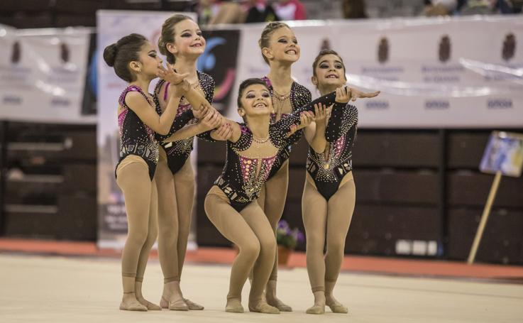 La gimnasia rítmica reina en el Palacio de Deportes de Granada