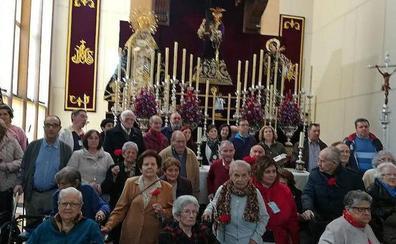Taxistas de Jaén llevan a mayores gratis a ver al Abuelo