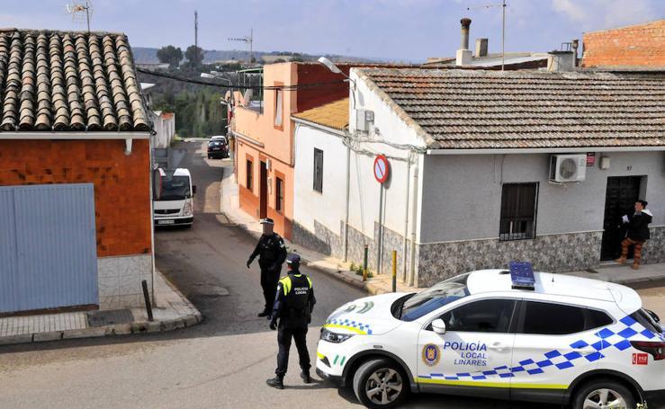 Dos familias se enfrentan con armas de fuego en la barriada del Cerro de Linares