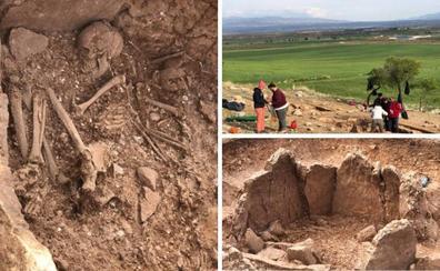 Hallan unas misteriosas tumbas en unos restos arqueológicos de Granada