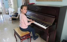La granadina Norah Wanton: diez años, cinco idiomas, tres instrumentos