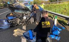 Un muerto y tres heridos graves en un accidente provocado por un vehículo en sentido contrario en la A-8