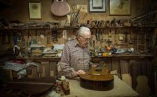 Granada copa el mercado de la guitarra profesional con una producción de 1.400 piezas artesanales