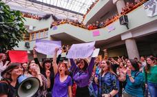 Entregan 2.177 firmas a la rectora para que la Unida de Igualdad disponga de más competencias