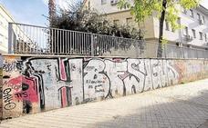 El Ayuntamiento de Granada contratará a desempleados para limpiar de «grafitis» la ciudad