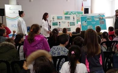 Aguasvira enseña el buen uso del agua a más de 500 escolares en la Feria de la Ciencia de Atarfe