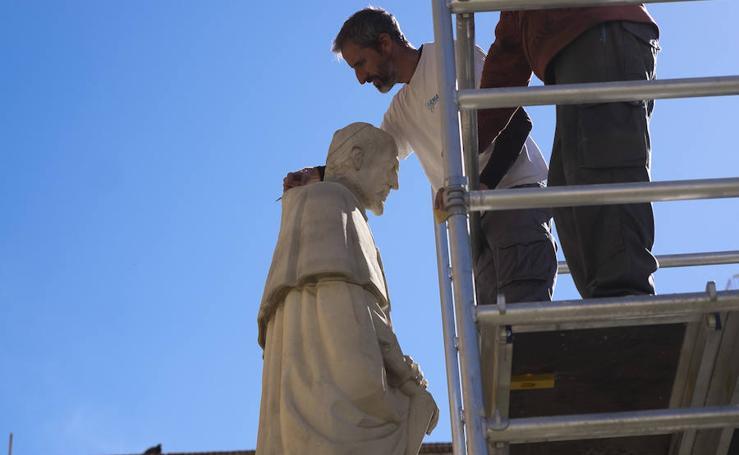 La imagen del Cardenal Belluga en Motril recupera la cabeza